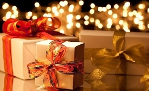 635852282443500311765040517_christmas-gift